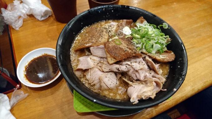 まりおブラック(チャーシュー麺)