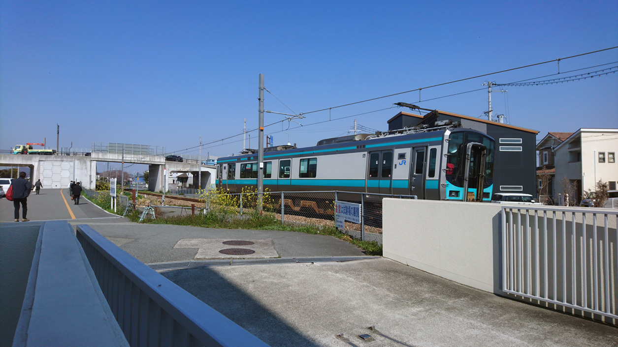 センターから加古川線を望む
